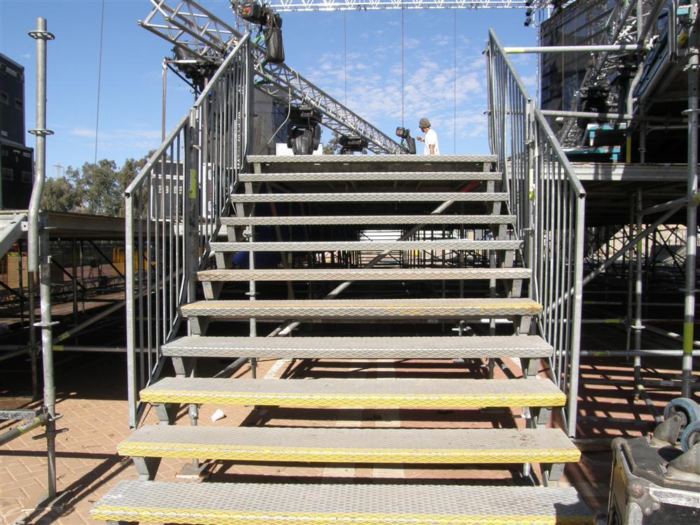 מדרגות ויציאות חירום